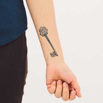 tattly_mitchell_black_crown_key_web_applied_02_grande